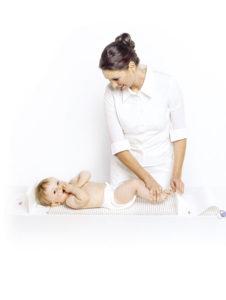 1289930863210 nurse measuring child rgb600h 226x300 - SECA 210 Mata pomiarowa dla niemowląt i małych dzieci