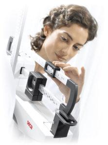 1289938053711 700 nurse at eye level beam rgb600h 222x300 - SECA 711 Mechaniczna waga kolumnowa ze wzrostomierzem