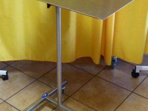 Stolik pod narzędzia chirurgiczne ze stali nierdzewnej INOX