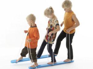 Drewniane narty dla 3 dzieci